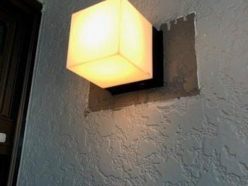 玄関照明交換
